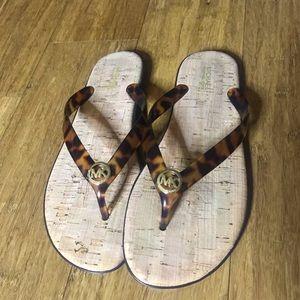🗣👉🏽 Excellent Condition Michael Kors Flip Flops